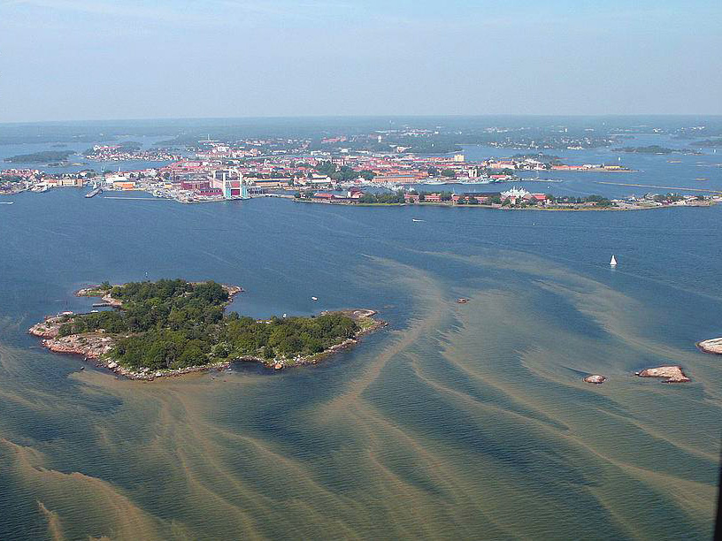 Flygfoto på algblomning utanför Karlskrona