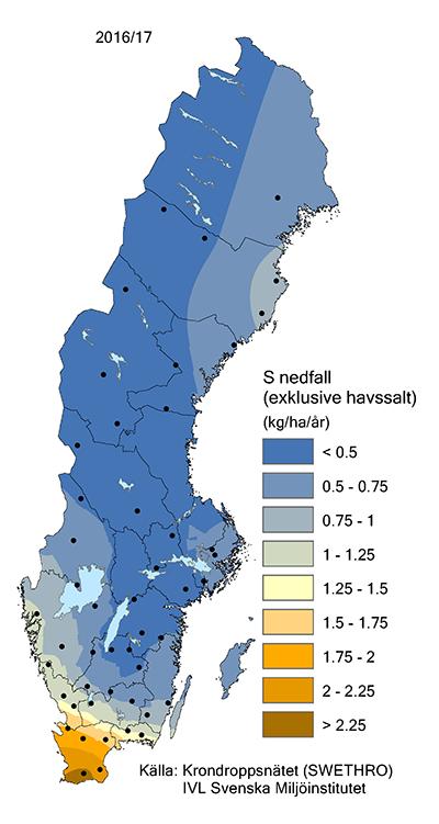 Karta med gradient för svavelnedfall i Sverige 2016/2017