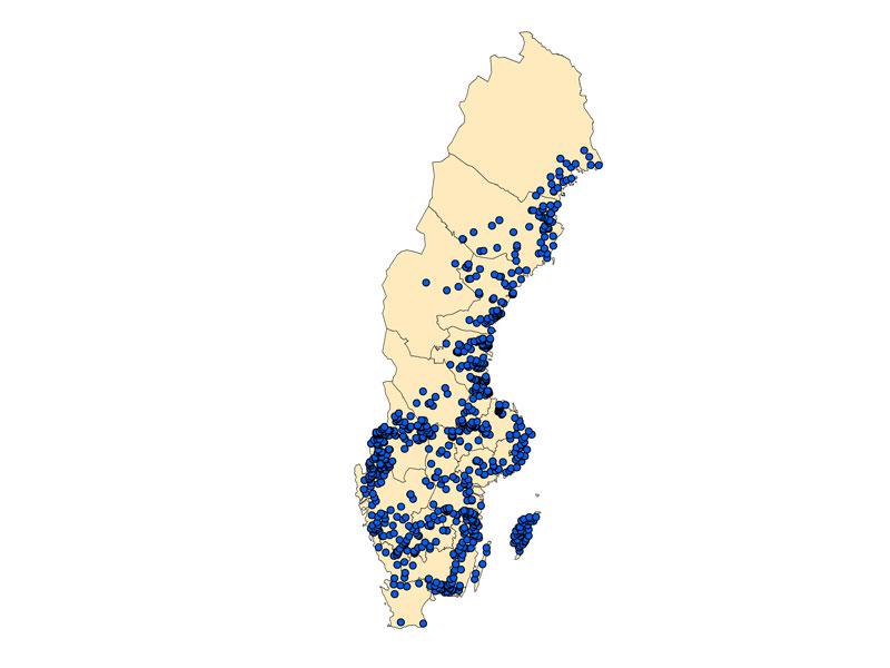 Kartbild med blå prickar som visar förekomst av flodkräfta i Sverige, maj 2020.