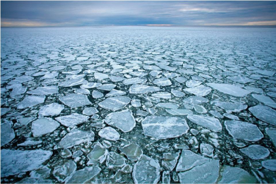 uppbrutet istäcke i Bottenviken