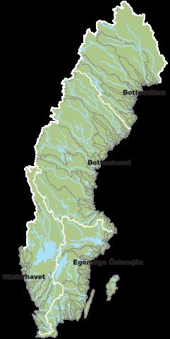 Sverige har 119 så kallade huvudvattendrag. Det innebär vattendrag som vid mynningen i havet har minst 200 km2 avrinningsområde. De områden som ger tillrinning till respektive havsområde är markerade i kartan.
