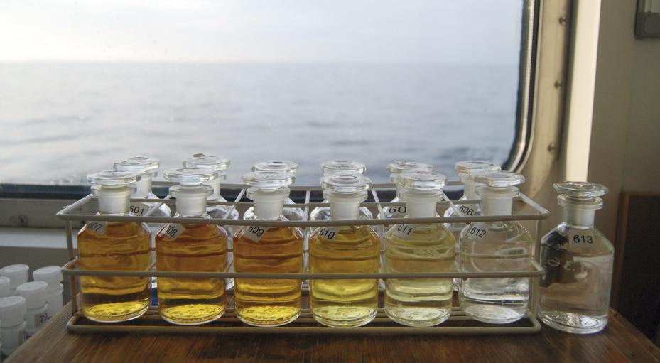 flaskor med syreprover